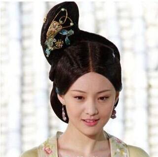 十分经典靓丽的古装美女盘发发型