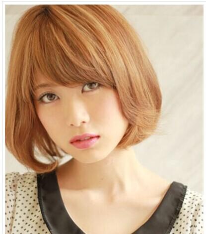 女生波波头烫发发型