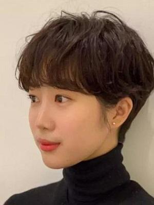女生燕尾短发发型图片