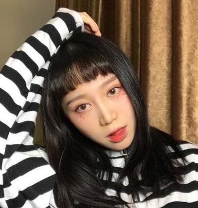 2017女大学生适合的流行韩式短刘海发型图片05