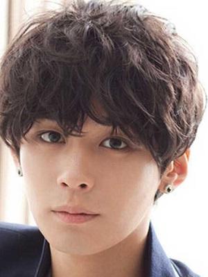 个性帅气男生齐刘海短发发型