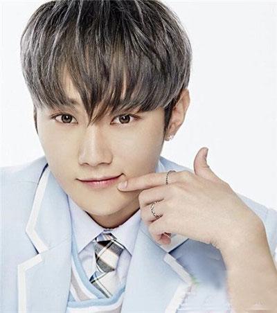 韩式男生烫发 男生烫发流行发型 男生流行发型推荐09