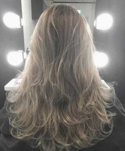 最新流行显白有气质奶茶色头发女图片04