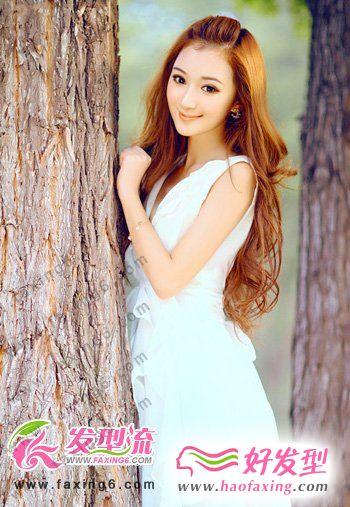 简约时尚的女生长发 散发自然美丽