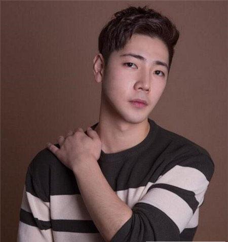 逗号刘海发型图片 韩国男生发型图片 流行男生刘海发型07