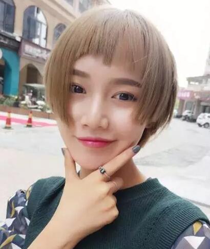 2017流行齐腮短发发型女图片大全03