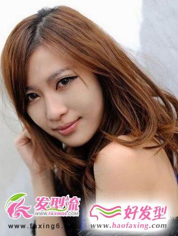 炫亮棕色直发梨花头发型