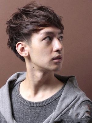 露额刘海发型男 修颜减龄显清新气质