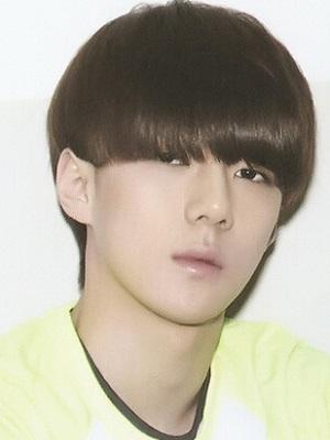 栗子头短发发型男