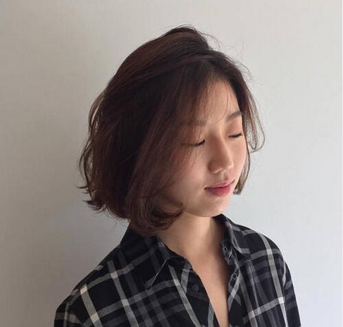 2017妹纸偏爱的短发烫发发型合集07
