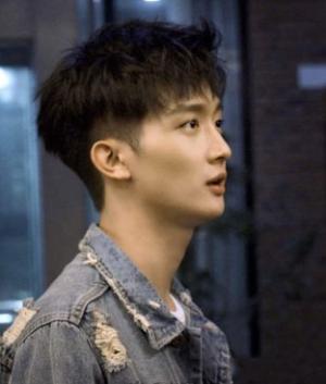 男生短发发型