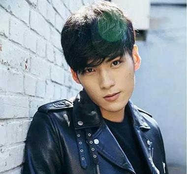 男生帅气刘海发型 男生不露额头发型图片 帅气男生发型设计02