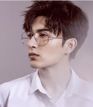 男生帅气韩式烫发发型图片