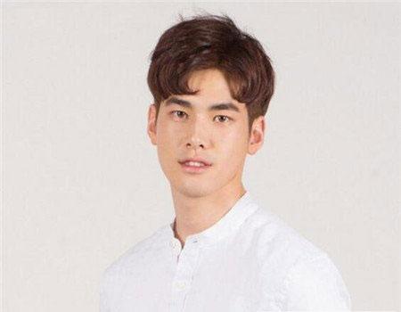 逗号刘海发型图片 韩国男生发型图片 流行男生刘海发型06