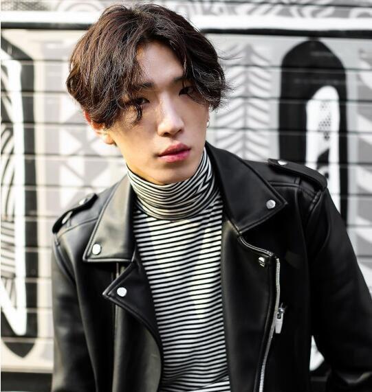 韩式男生发型 男生中分发型 经典八字刘海1
