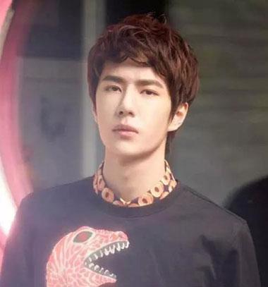 男生帅气刘海发型 男生不露额头发型图片 帅气男生发型设计05