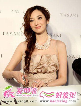 吴佩慈烫发发型 尽显女孩性感