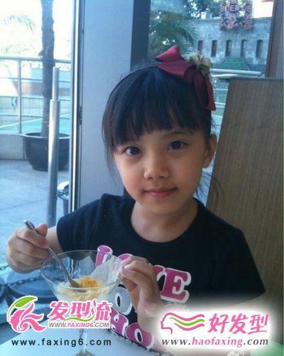 小童星刘宸希尽显可爱女生发型