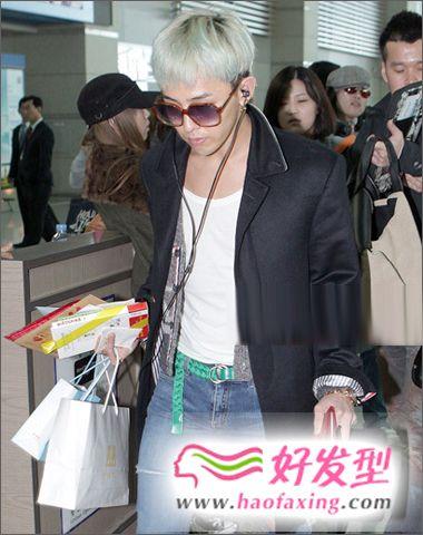 韩男星秋季街拍 潮男发型潮气逼人