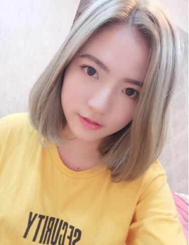 最新流行显白有气质奶茶色头发女图片03