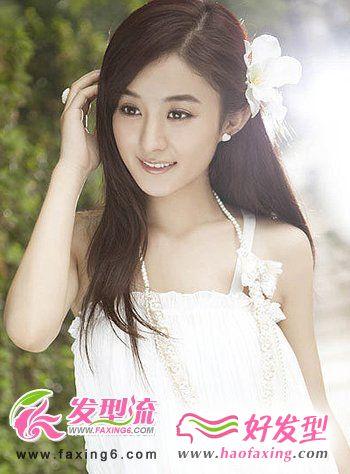 斜刘海女生直发发型